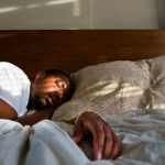 أسباب كثرة النوم والخمول المفاجئ