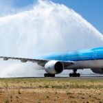 لماذا يتم رش الطائرات بالماء