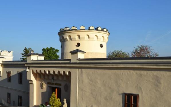 السياحة مدينة نيترا سلوفاكيا بالصور متحف-الأبرشية.png