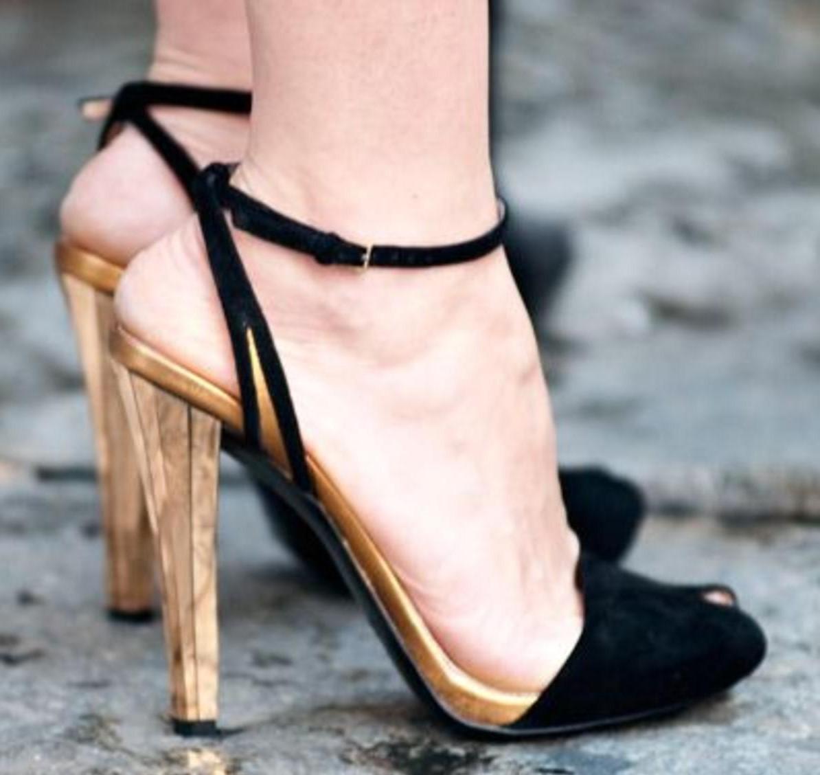 89c1e72f1 حذاء سهرة باللون الاسود و البيج | المرسال