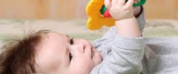 عدد ساعات نوم الطفل بعمر 4 شهور %D8%B7%D9%81%D9%84-4-%D8%B4%D9%87%D9%88%D8%B1