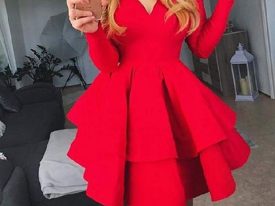 فستان احمر بكرانيش