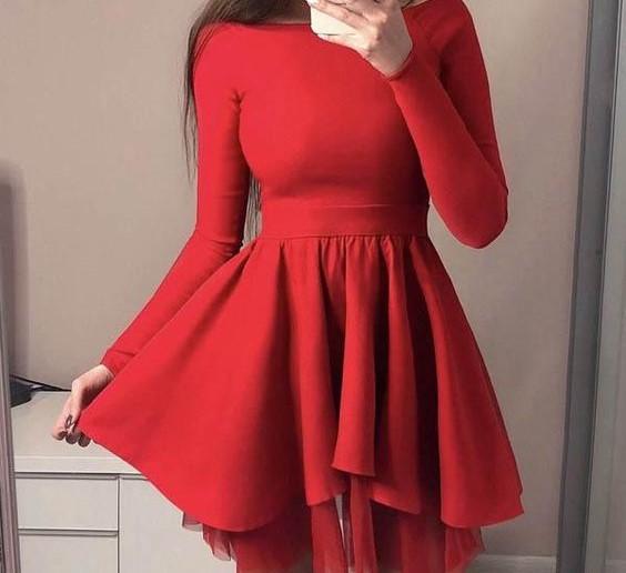 فستان احمر بوسط