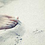 تفسير رؤية المشي حافي القدمين في المنام