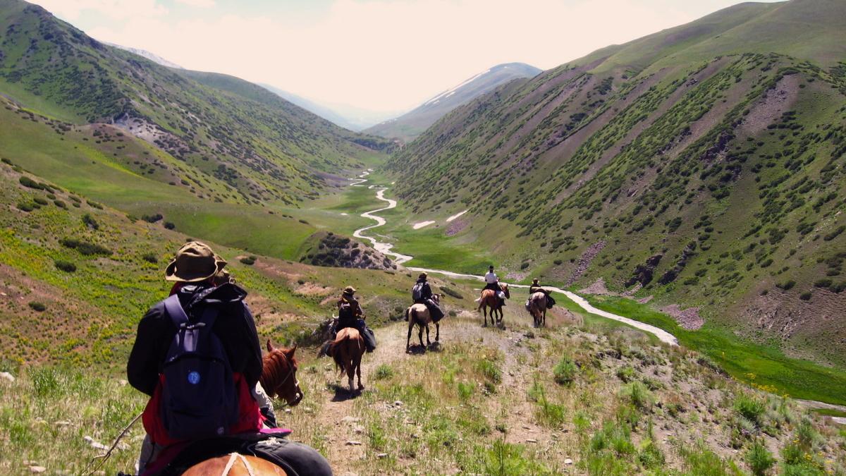 السياحة قرغيزستان رحلة-بالخيول.jpg