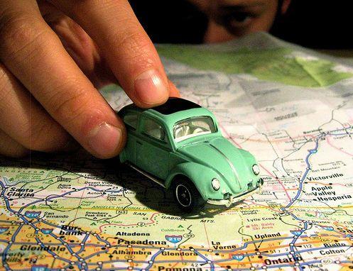 سلبيات وايجابيات السفر بالسيارة بالانجليزي المرسال