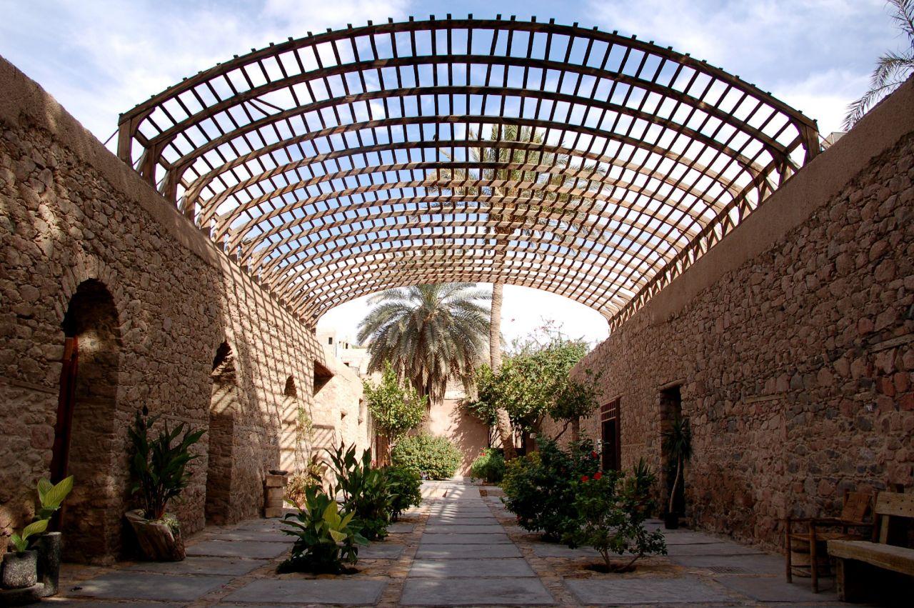 السياحة في العقبة الأردن %D9%85%D8%AA%D8%AD%D9%81-%D8%A7%D9%84%D8%B9%D9%82%D8%A8%D8%A9-%D8%A7%D9%84%D8%A3%D8%AB%D8%B1%D9%8A