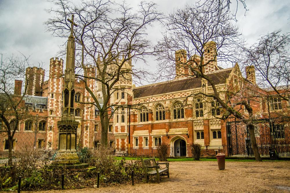 شروط القبول في جامعة كامبردج و اهم تخصصاتها المطلوبة المرسال