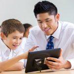 دور المعلم في غرس القيم الأخلاقية
