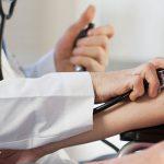 الفرق بين اعراض ضغط الدم المرتفع والمنخفض