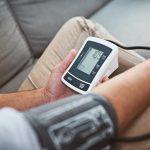 لماذا يرتفع ضغط الدم عند قياسه بالعيادة