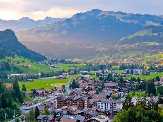 غشتاد القرية السويسرية الخلابة التسوق-في-غشتاد.jpg