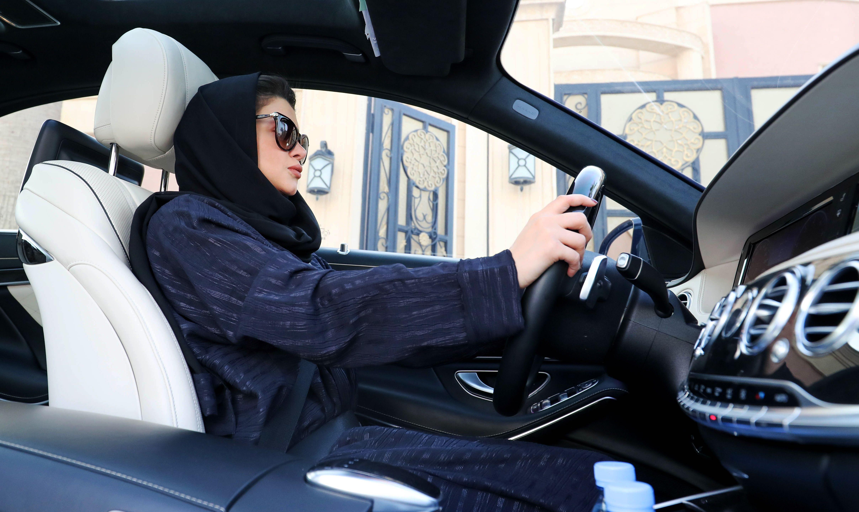 سلبيات قيادة المرأة للسيارة المرسال