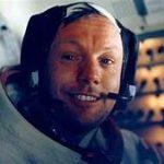 نيل ارمسترونغ هو اول من هبط على سطح القمر