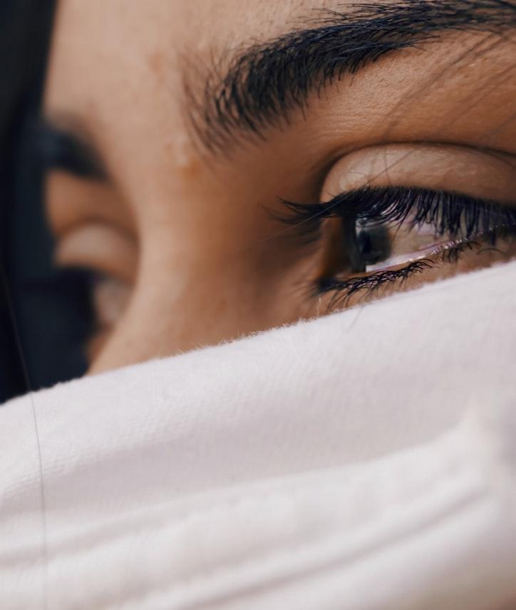 تفسير رؤية شخص يبكي في المنام للعزباء المرسال