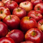 معاني اعطاء التفاح في المنام للمتزوجة - العزباء - المطلقة