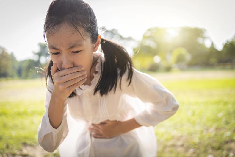 أسباب الاستفراغ عند الأطفال بدون حرارة المرسال