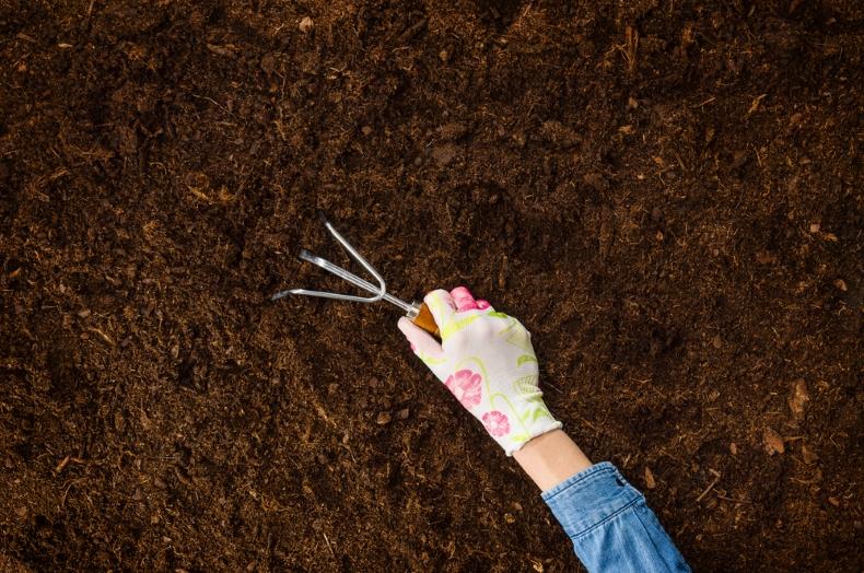مراحل تشكل او تكوين التربة   المرسال